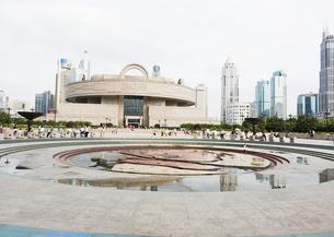 人民広場と上海博物館の写真素材 [FYI03034462]