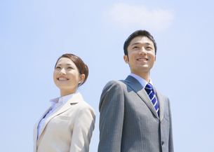 ビジネスマンとビジネスウーマンの写真素材 [FYI03034661]