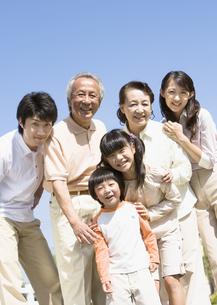 笑顔の家族の写真素材 [FYI03035117]