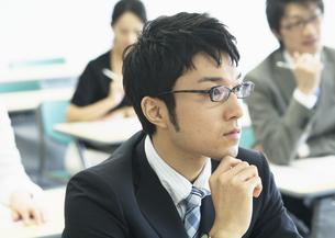 研修中のビジネスマンの写真素材 [FYI03036363]