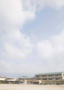 青空と校舎の写真素材 [FYI03036561]