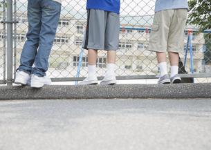 小学生の足の写真素材 [FYI03036674]