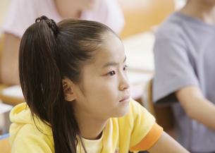授業中の小学生の写真素材 [FYI03036744]