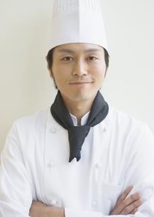 笑顔の調理師の写真素材 [FYI03037010]