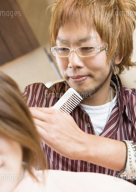 美容師の写真素材 [FYI03037131]