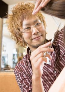 美容師の写真素材 [FYI03037134]