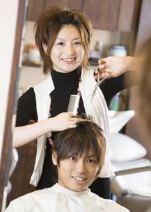 美容師の写真素材 [FYI03037137]