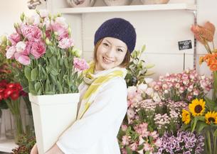 花屋の店員の写真素材 [FYI03037141]
