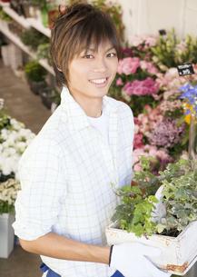 花屋の店員の写真素材 [FYI03037147]