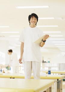 笑顔の理学療法士の写真素材 [FYI03037364]
