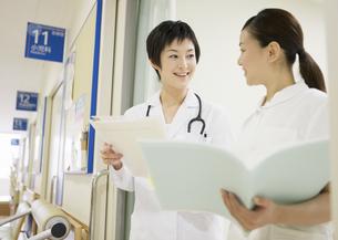 女医と看護師の写真素材 [FYI03037537]