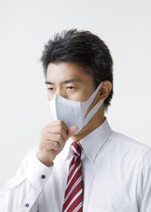 マスクをする男性の写真素材 [FYI03037637]