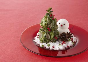 クリスマスツリーと雪だるまの写真素材 [FYI03038507]