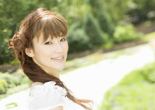 微笑む新婦の写真素材 [FYI03038680]