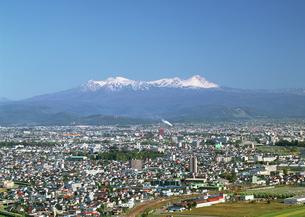 旭川市街と大雪山の写真素材 [FYI03039876]