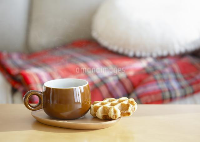 コーヒーとワッフルの写真素材 [FYI03040007]