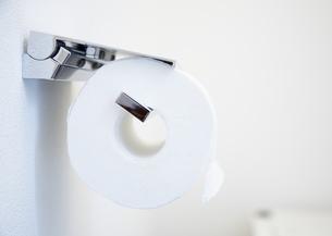 トイレットペーパーホルダーの写真素材 [FYI03040110]