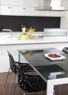 キッチンとダイニングルームの写真素材 [FYI03040131]