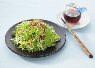 水菜のサラダの写真素材 [FYI03040755]