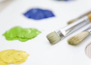 絵の具と絵筆の写真素材 [FYI03041171]