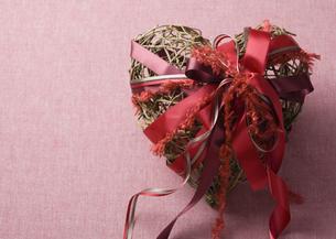 ハートのプレゼントの写真素材 [FYI03041272]