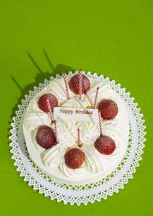 イチゴのバースデーケーキの写真素材 [FYI03041480]