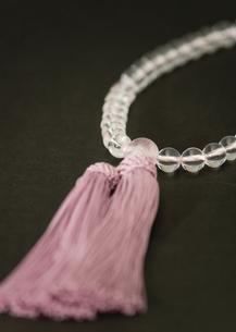数珠(喪イメージ)の写真素材 [FYI03041987]