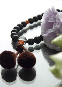 男性用の数珠(喪イメージ)の写真素材 [FYI03041994]