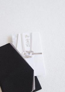 袱紗と香典袋(喪イメージ)の写真素材 [FYI03042005]