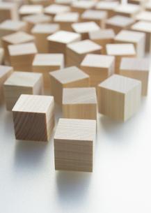 木のキューブの写真素材 [FYI03042351]
