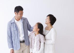 笑顔の親子の写真素材 [FYI03042865]
