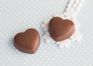 ハート形のチョコレートの写真素材 [FYI03043011]