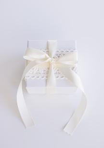 白いギフトボックスの写真素材 [FYI03043175]