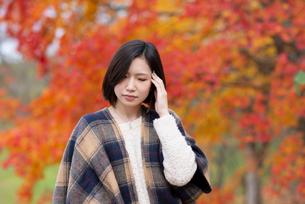 頭痛がする女性の写真素材 [FYI03045112]