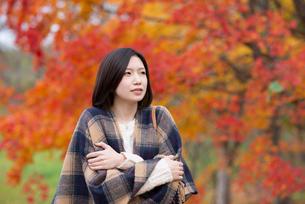 寒気がする女性の写真素材 [FYI03045114]