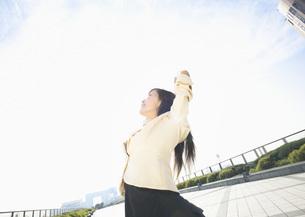 若い女性の写真素材 [FYI03045359]