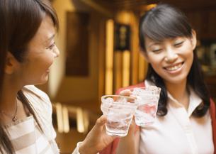 居酒屋の女性たちの写真素材 [FYI03045677]