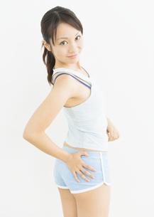 ダイエットをする女性の写真素材 [FYI03046052]