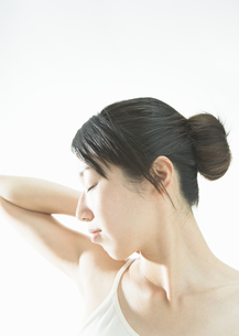 若い女性の写真素材 [FYI03046481]