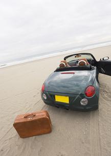 オープンカーとトランクの写真素材 [FYI03046488]