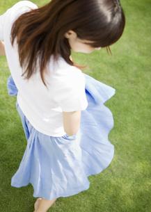 若い女性の写真素材 [FYI03046831]