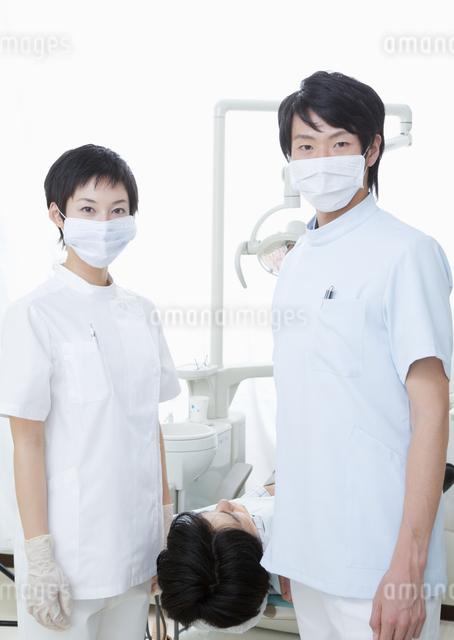 歯医者と歯科衛生士の写真素材 [FYI03047147]