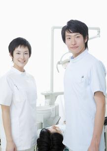 歯医者と歯科衛生士の写真素材 [FYI03047148]