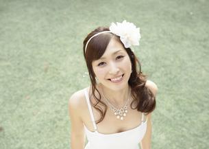 笑顔の新婦の写真素材 [FYI03047203]