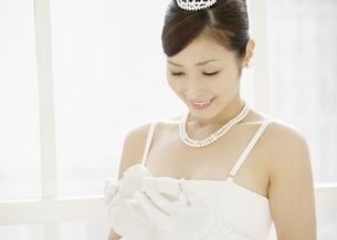 微笑む新婦の写真素材 [FYI03047208]