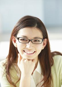 笑顔の女性の写真素材 [FYI03047304]