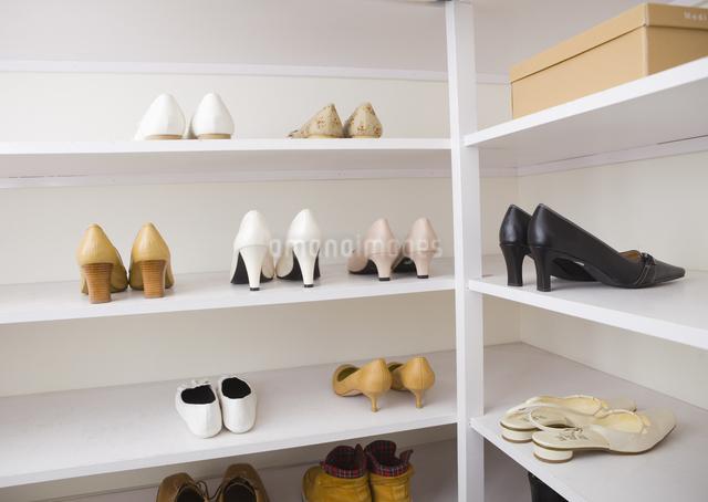 収納された靴の写真素材 [FYI03047559]