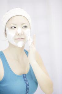洗顔シーンの写真素材 [FYI03048785]