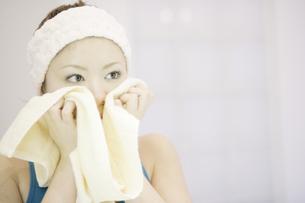 洗顔シーンの写真素材 [FYI03048788]