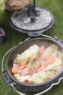 キャンプ料理の写真素材 [FYI03048928]
